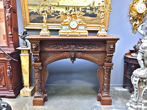 Антикварный портал для камина. 19-й век. Дерево, резьба. 8000 евро.