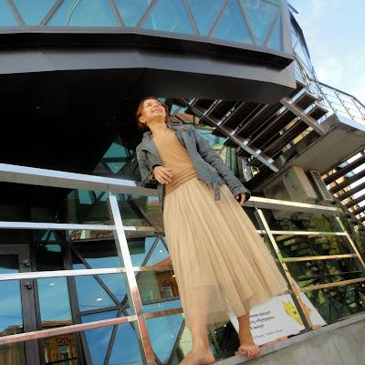 Лейла - танцоващица, мастер трайбл-данса: танцует она только босиком!