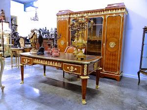 Антикварный кабинет 19-й век. Ценные породы дерева, резная, золочёная бронза. Шкаф 224/65/210 см. Стол 184/93/76 см. Кресло 58/70/92 см. 25000 евро.