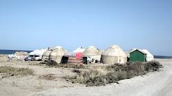 Nije nomadsko već turističko naselje pored isik Kula a 200 m od slanog jezera