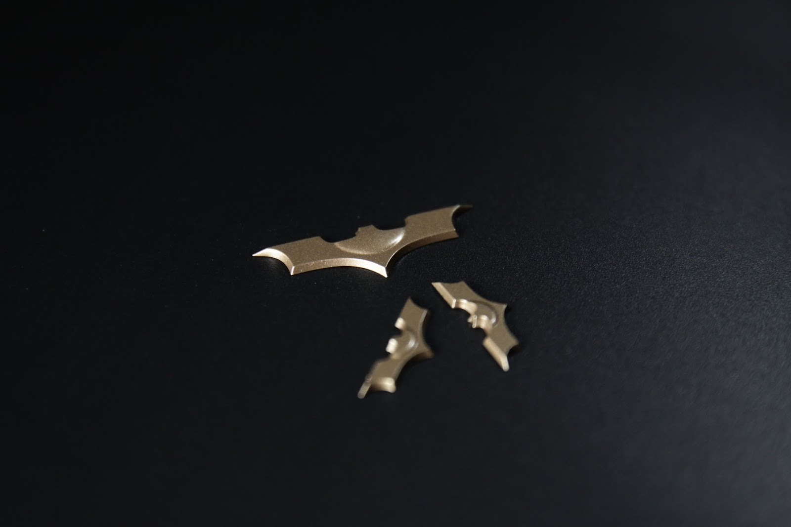 蝙蝠標有兩種大小