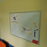 Přidělávali jsme nový whiteboard...