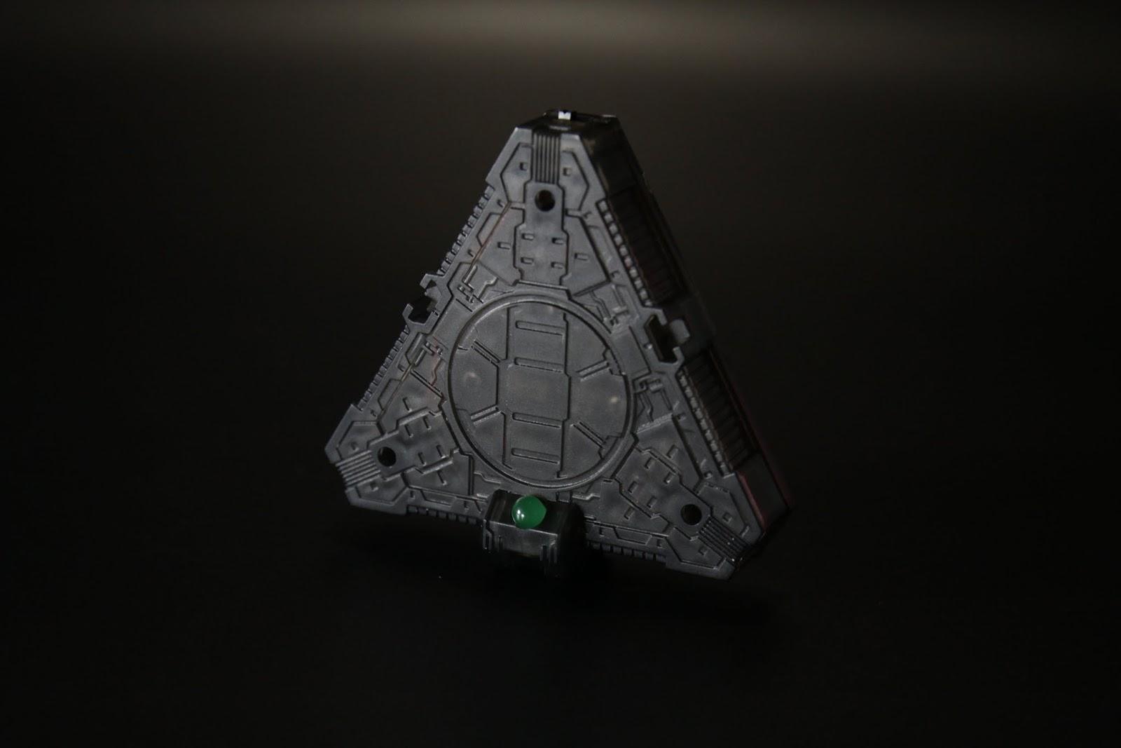 底座是三角飯糰(誤),可以跟其他三個合起來