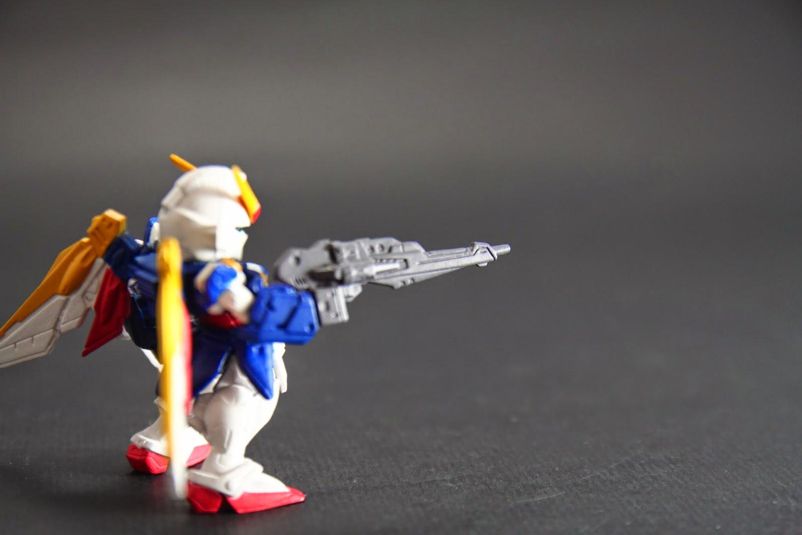 """主要武器""""巨型來福槍"""" 只有三發彈匣,但為啥劇中好像發不用錢的?"""