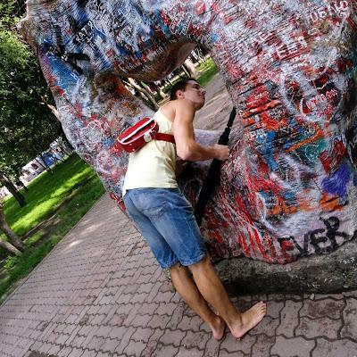 """""""Камень Любви"""" в парке."""