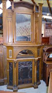 Антикварный камин и интерьером. 19-й век. 155/53/380 см. + две стеновые панели 200/190 см. 10000 евро.