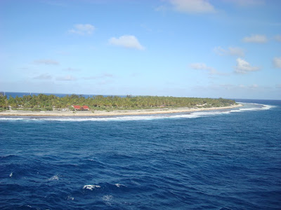 Entering the Rangiroa harbour