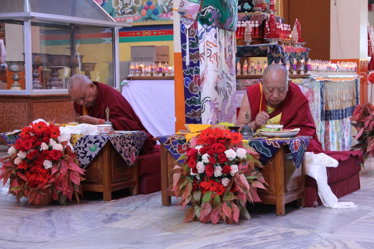 Lama Zopa Rinpoche with Sera Je Abbott also enjoying the food