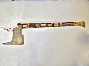 Антикварный топор 16-й век. Дерево, кость, инкрустация. 80 см. 4900 евро.