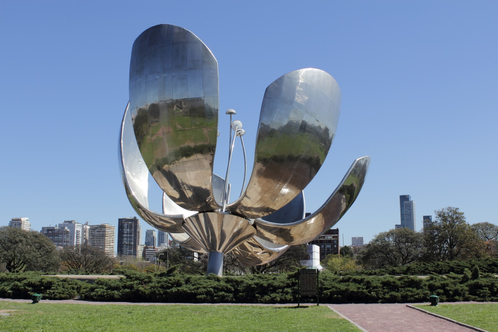 Floralis Genérica - The sculpture is capable of closing its petals in the evening and opening them in the morning, although this mechanism is currently disabled.