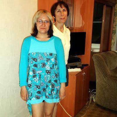 Нейля Насырова с подругой, Еленой: босиком клеим обои!