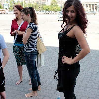 Оксана, по ее словам, разулась в городе летом в первый раз в жизни!
