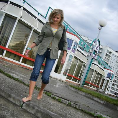 """Маша: """"Я немного по-другому стала относиться к ногам. Да, и стала часто разуваться на работе: мол, туфли натерли. Так у меня, босой продавщицы, никто без покупки не уходил! Девки из других секций завидовали!"""""""