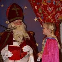 Sinter Klaas in de speeltuin 28-11-2009 - PICT6793