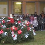 Iskolások az adventi koszorú körül