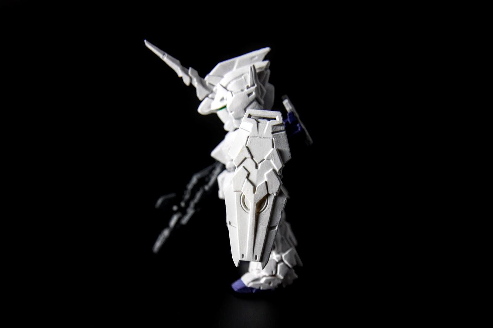 純白無瑕的獨角獸型態更勝傳統鋼彈外貌的毀滅型態