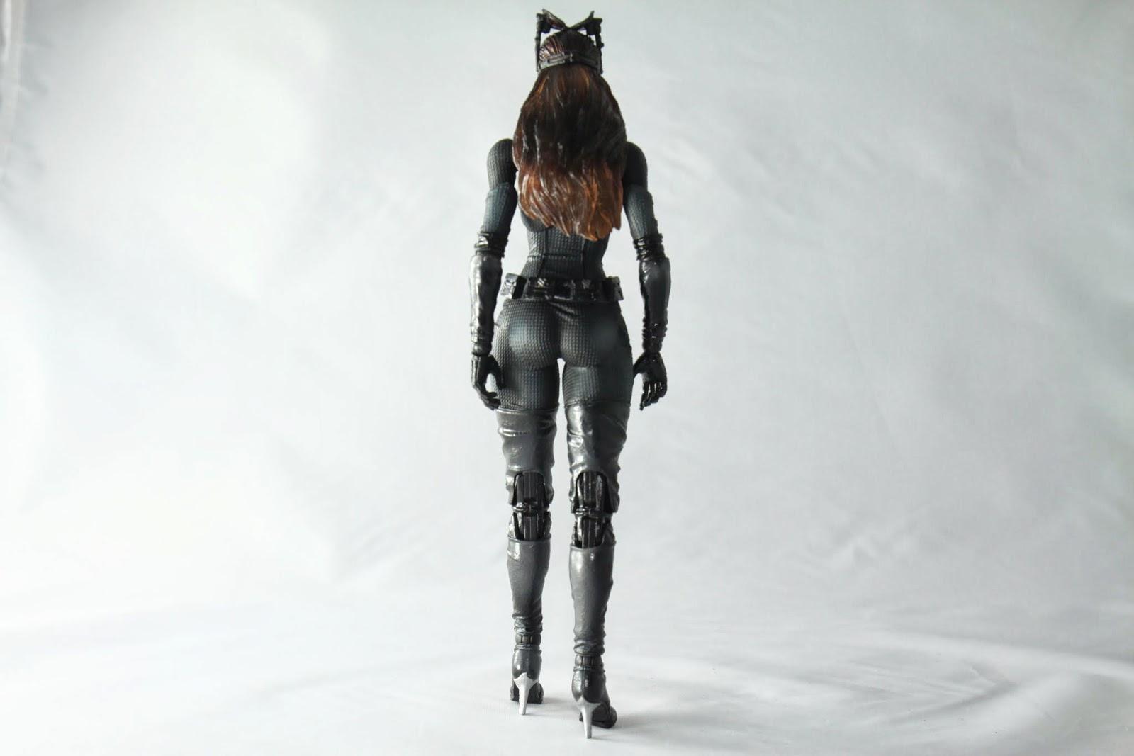 背面的話 那個臀部有點太寬了啊喵