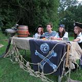 Večer potkáváme v krčmě pirátské kapitány