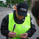 Hlavolamy zaujaly i procházející hlídku Městské policie :-)