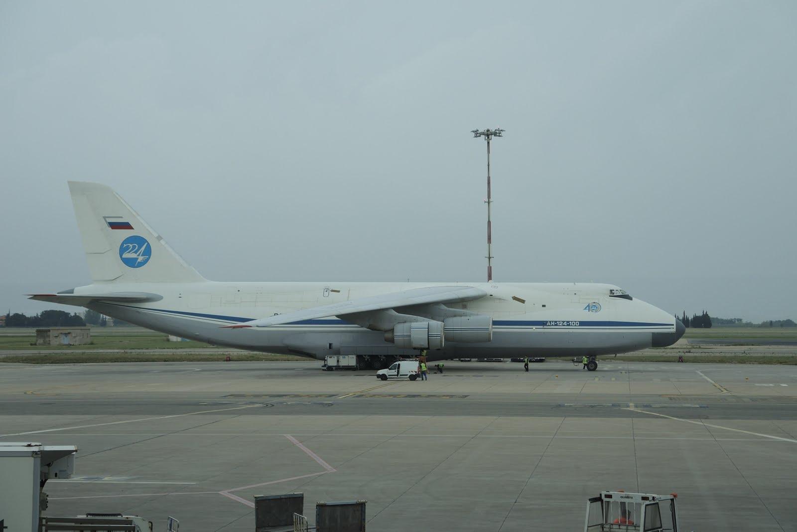 """Un """"petit"""" Antonov 124"""