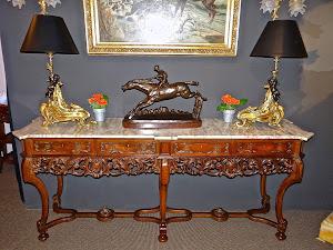 Красивый консольный столик. 19-й век. Мраморная крышка, красное дерево, резьба, выдвижные ящики.