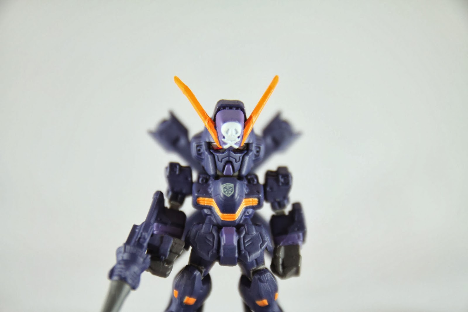 黑紫色其實很好看阿~ 雖然是反派角色 但紫色好啊!