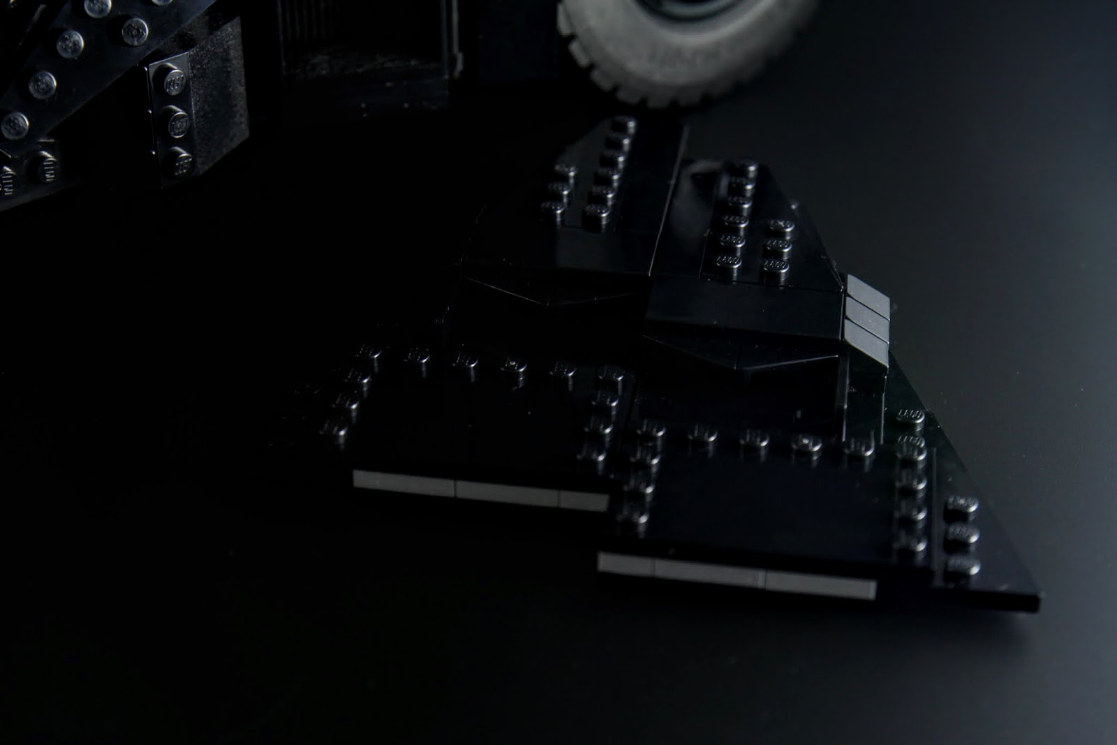 車頂板可以直接取下,並沒有另外固定的卡榫