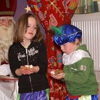 Sinter Klaas in de speeltuin 28-11-2009 - PICT6798