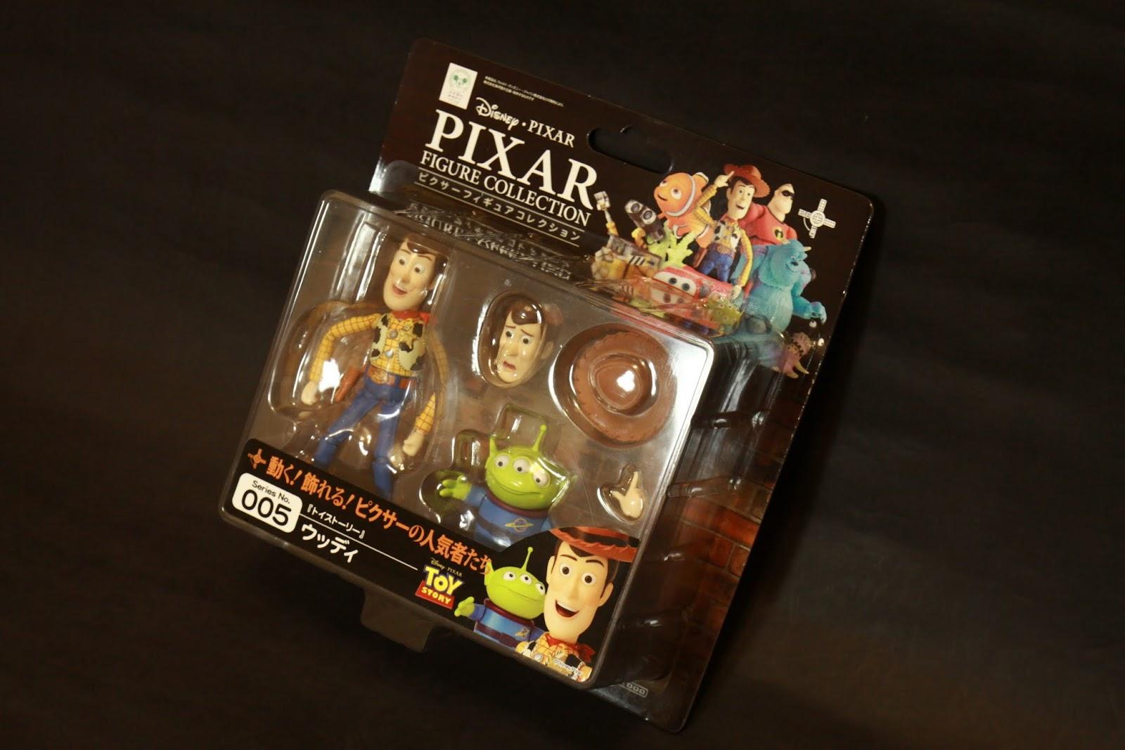 外包裝是吊卡 很廉價對吧! 很不好收藏度對吧! 外包裝拆掉就GG這樣怎麼收藏? 雖然我本身並不是會把玩具放回盒子的人 但是還是有這種玩家啊! 怎麼可以罔顧呢?
