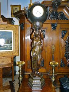 Большие, антикварные часы. 19-й век. Высота 140 см. 5000 евро.
