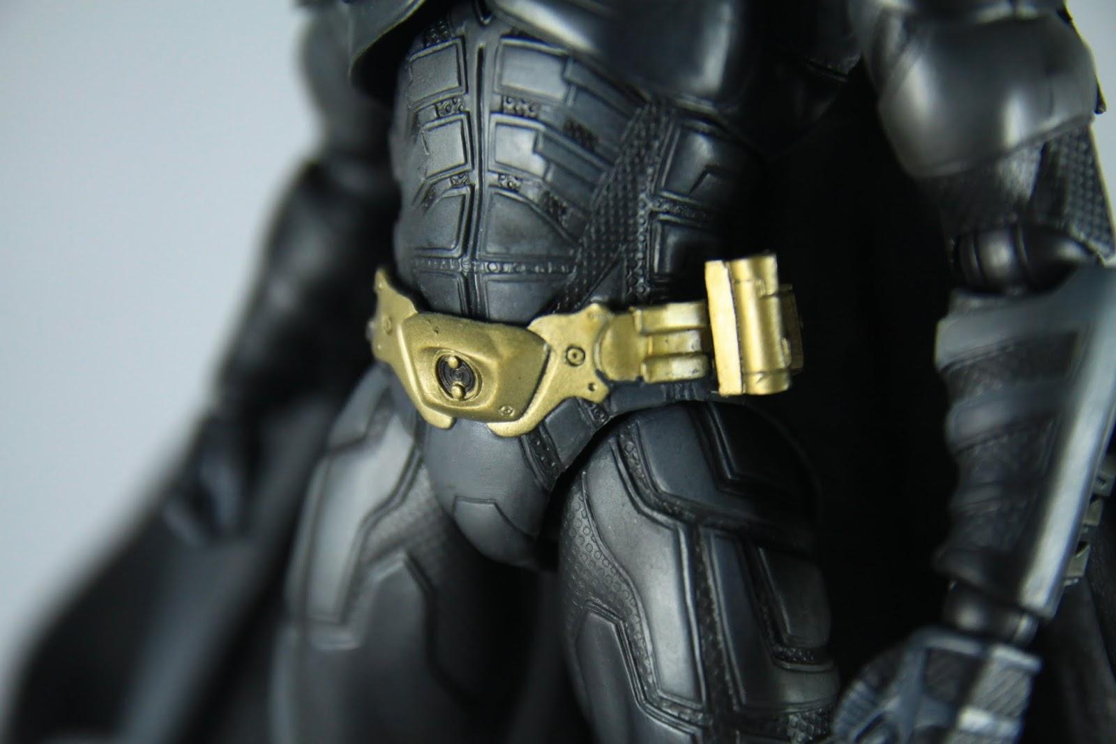整個下軀幹其實就只是一個框架, 這種設計老實說沒有很好, 另外腰帶的部分很容易在把玩中脫漆