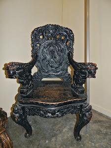 Антикварное, резное кресло в восточном стиле.  XIX век. 63/50/105 см. 1700 евро.