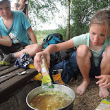 Každá skupinka agentů si sáma nese své zásoby a samozřejmě si také sama vaří