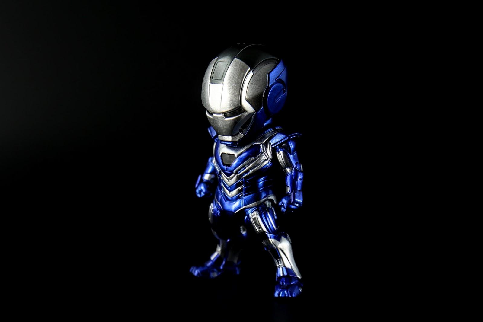 外型是很難得的藍色主色調,大家都知道東尼很低調不太用藍色的