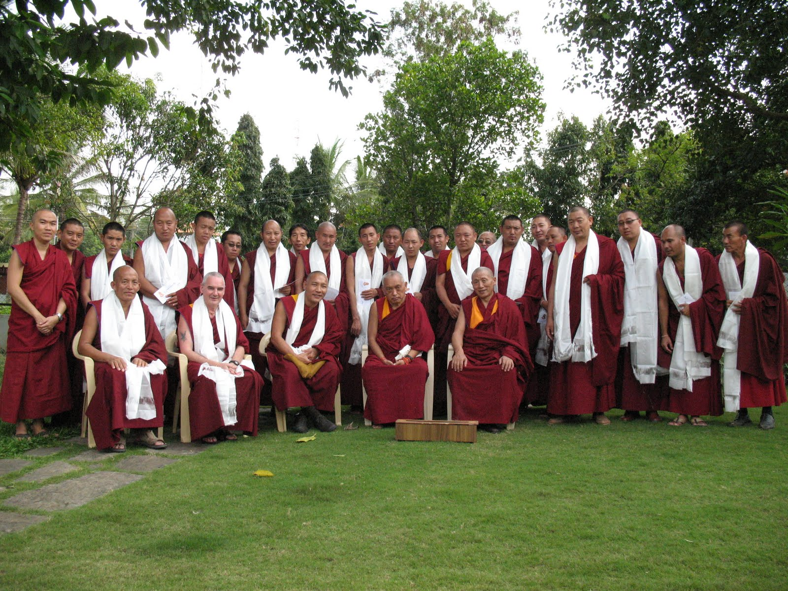 Lama Zopa Rinpoche, Abbott of Sera Je Monastery, Ven. Roger Kunsang and the monks of Sera Je Monastery