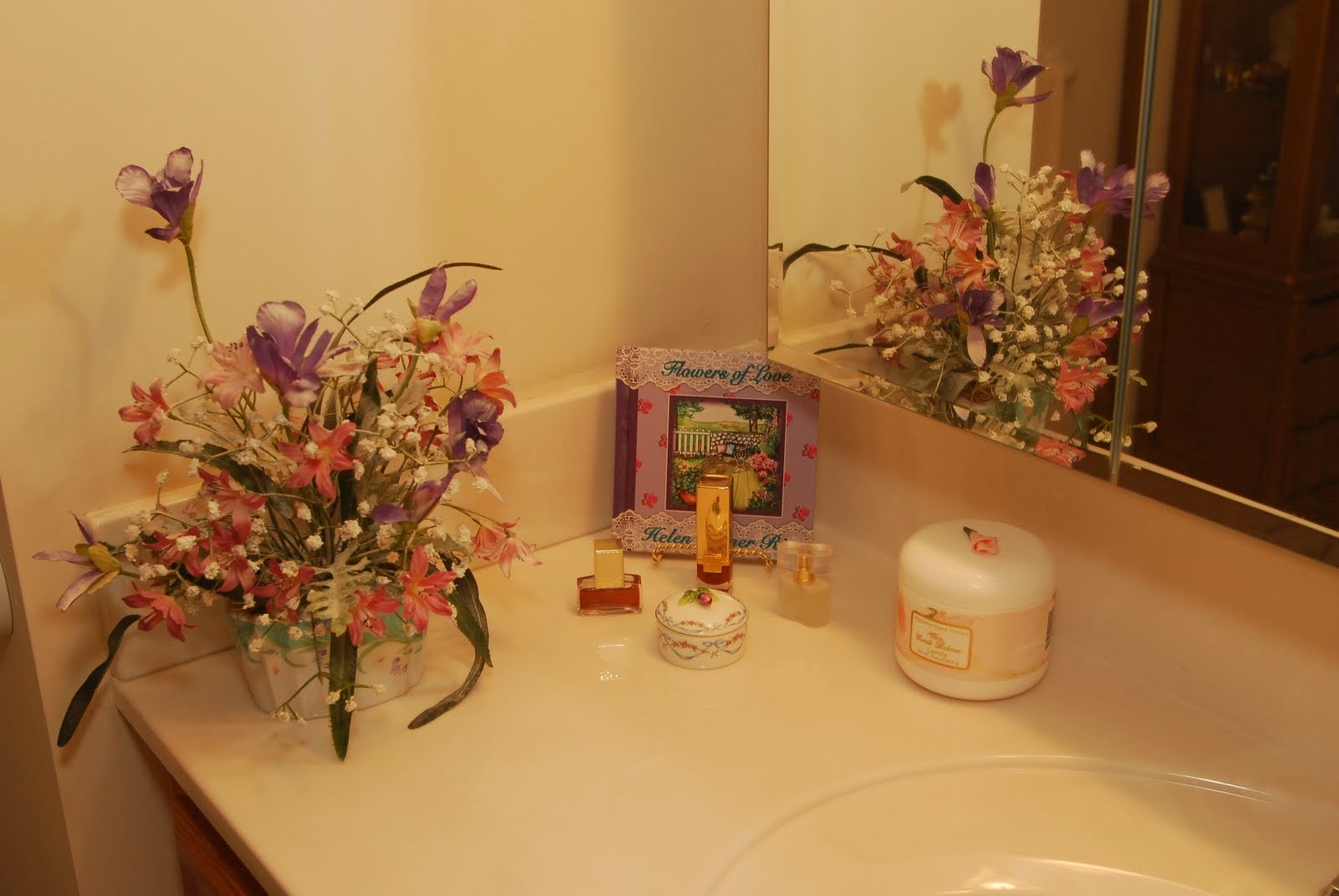 A beautifully decorated sink in a Crest View apartment