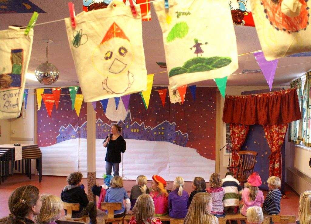 Sinter Klaas in de speeltuin 28-11-2009 - PICT6785