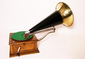 Антикварный граммофон ок.1900 г. 2500 евро