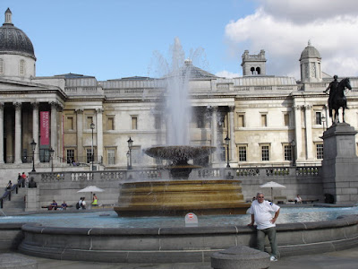 In desprite search for a coffee I stumbled upon Trafalgar Square