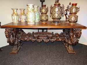 Антикварный обеденный стол.19-й век. 6900 евро.