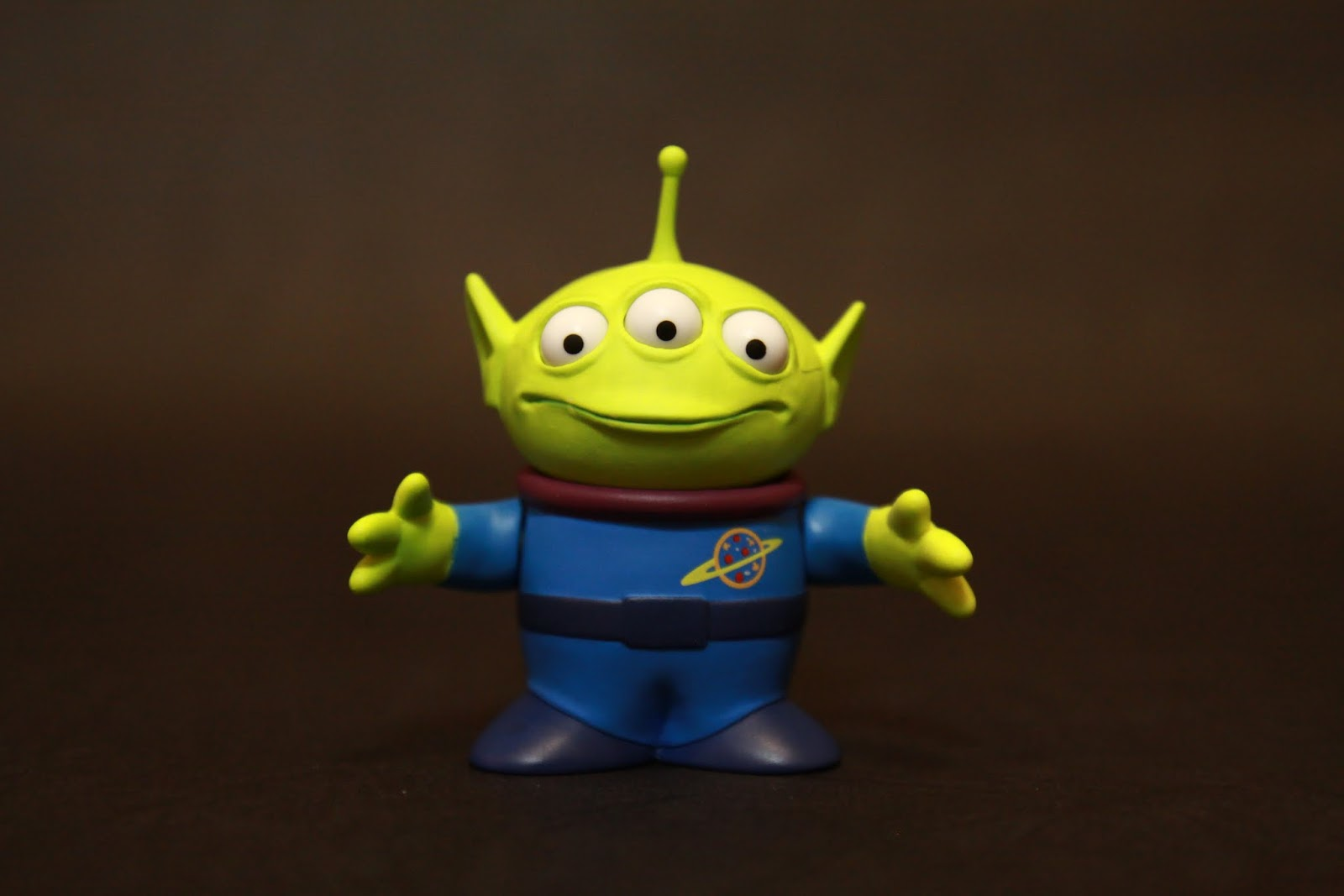 多可愛啊! 超搶戲的三眼外星人 他根本才是本套件的本體啊!