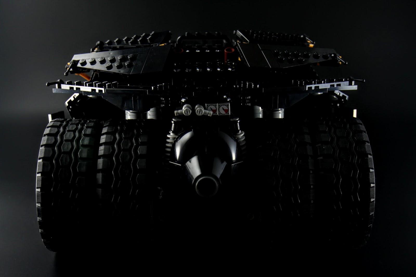 Tumbler屁股實在是很誘人,四個大車輪再加上歷代蝙蝠車都有的~噴火孔(笑)
