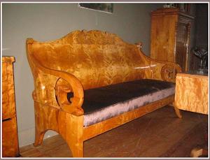 Красивый диван из карельской берёзы. ок.1830 г. 15000 евро.