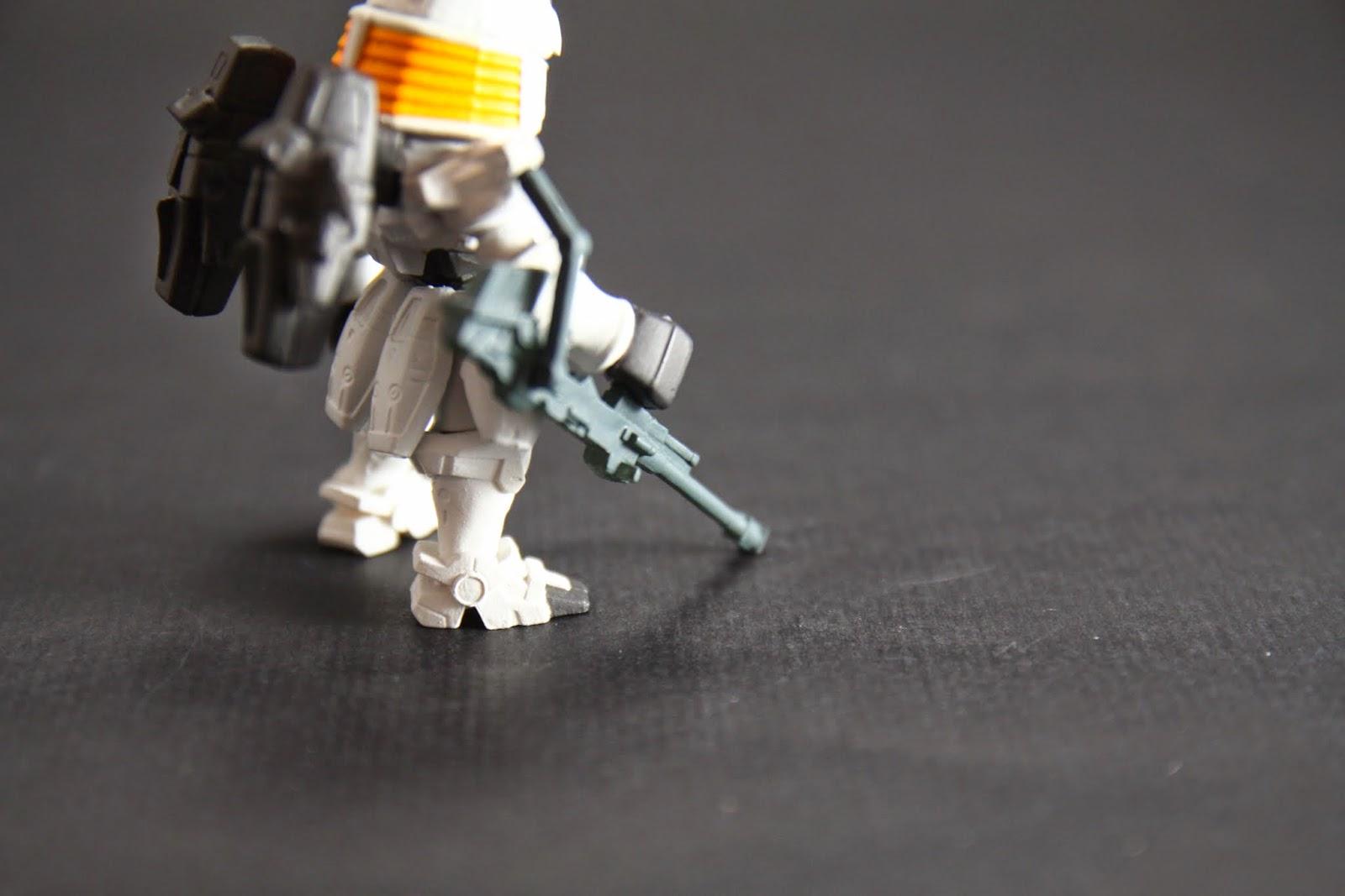 主要武器的這管炮有點歪 這也請洽品管部門