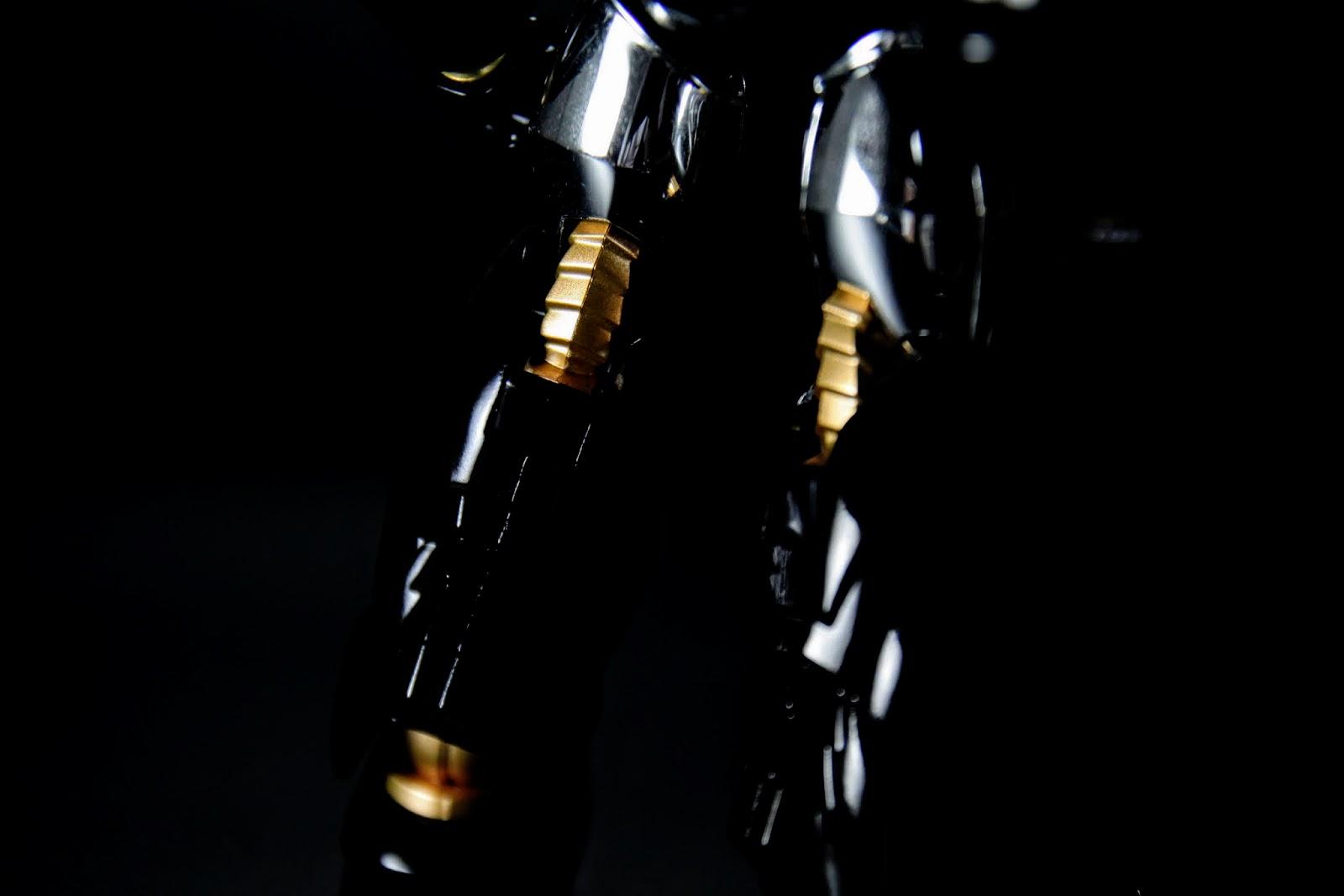 腿部其實造型很好看,關節有蛇腹的感覺