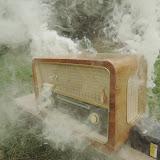Když v tom ve vysílačce zapraskalo, zajiskřilo a začalo se z ní kouřit...