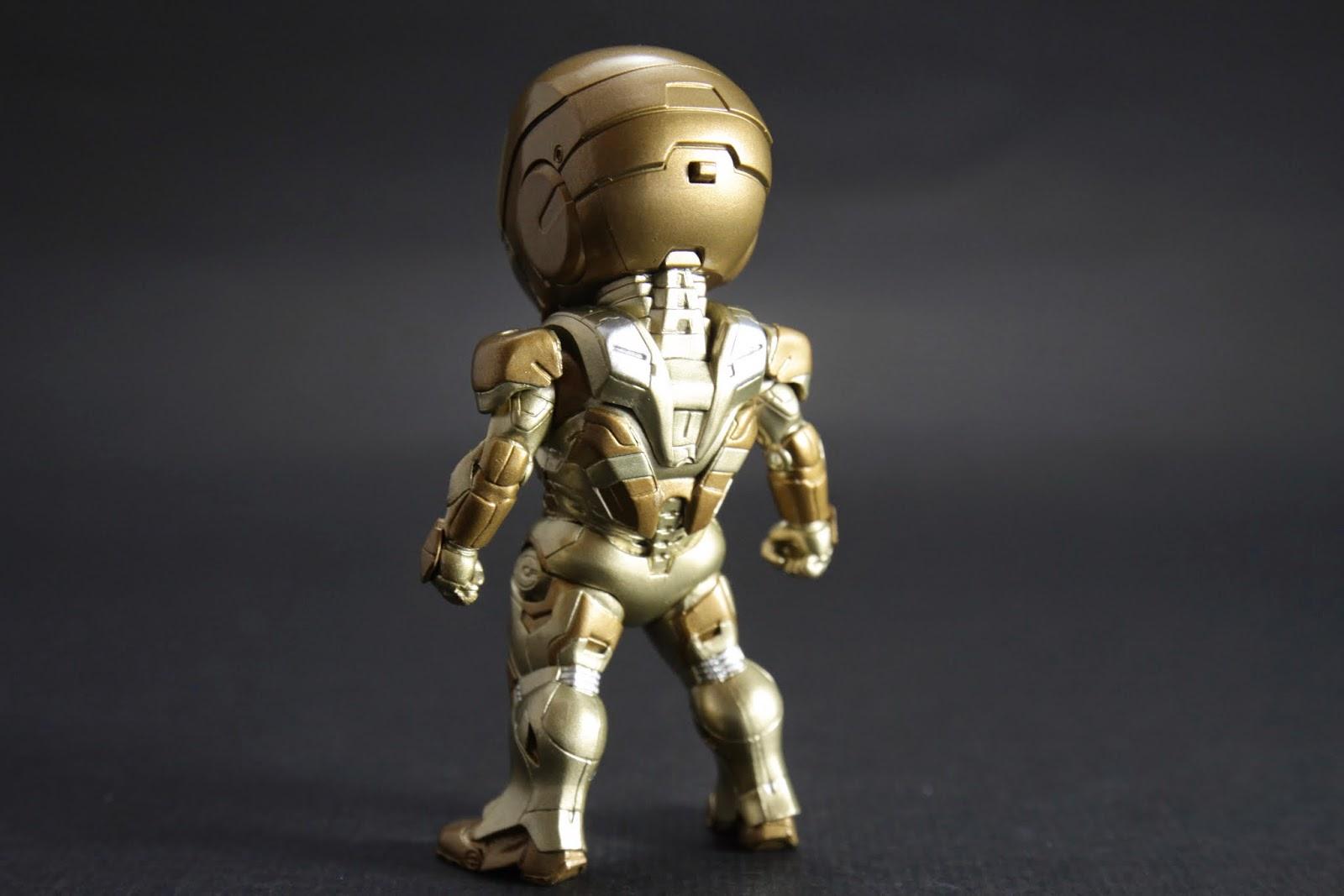 設定上是高海拔用的裝甲 但為啥要金色不知道