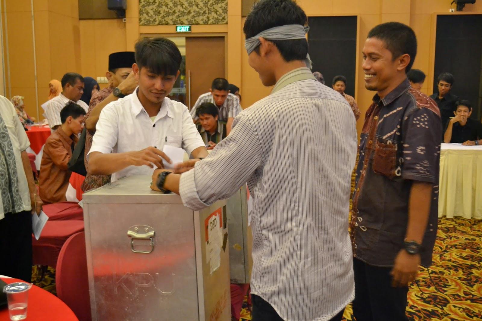 Election Simulation at South Sulawesi Observer Workshop 2-3 July 2014 (1)