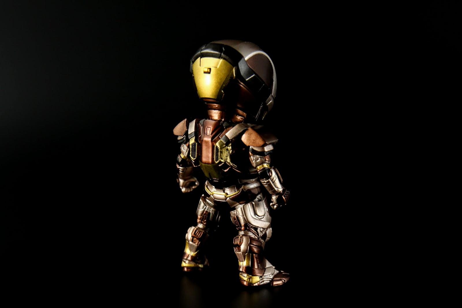 除了一樣與MK17是能源泡強化行裝甲外,也提升了防禦面的功能,具設定裡是可以展開類似能量戶盾的防禦手段