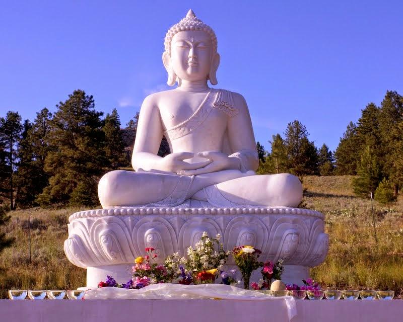 The new Amitabha Buddha statue with offerings, Buddha Amitabha Pure Land, Washington, US, July 1, 2014. Photo by Merry Colony.